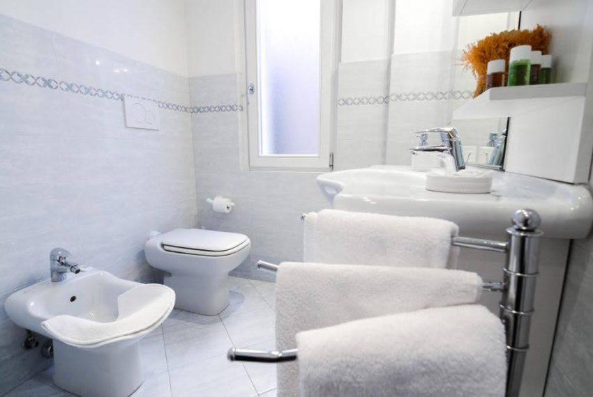 Ampio appartamento ristrutturato a Bellagio. centro paese (12)