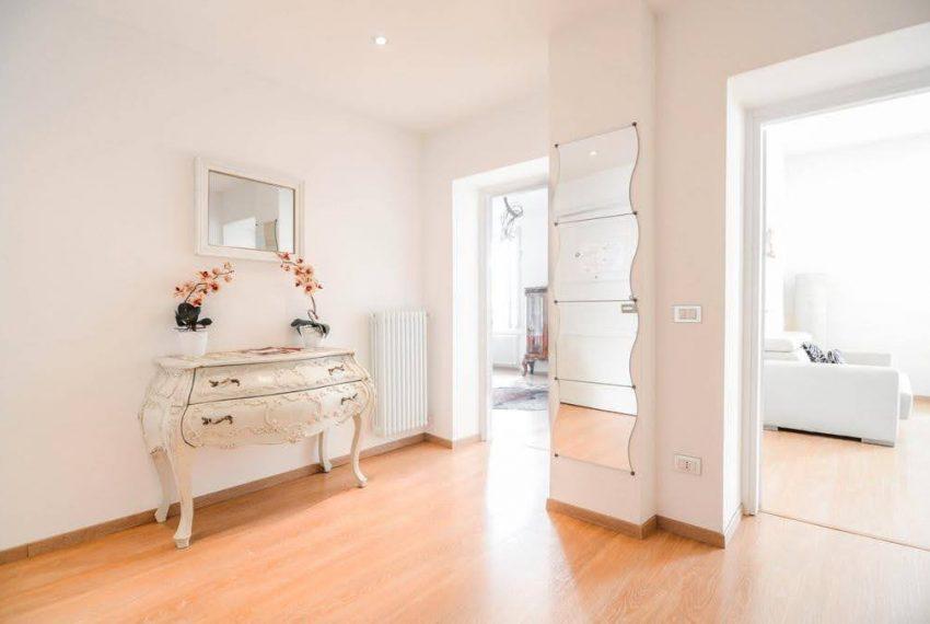 Ampio appartamento ristrutturato a Bellagio. centro paese (16)