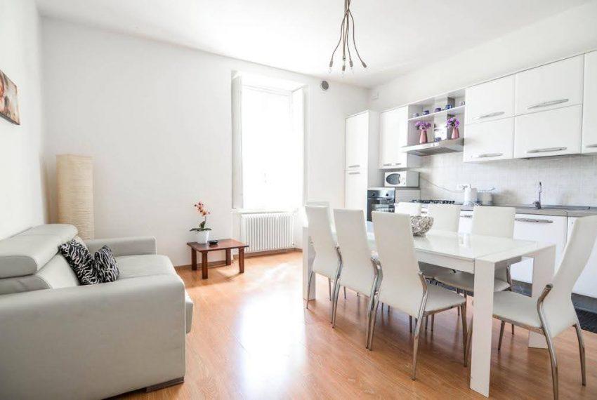 Ampio appartamento ristrutturato a Bellagio. centro paese (17)