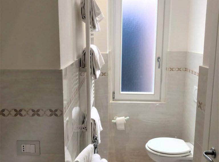 Ampio appartamento ristrutturato a Bellagio. centro paese (4)
