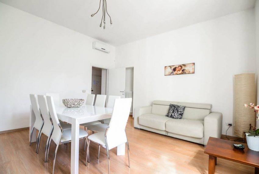 Ampio appartamento ristrutturato a Bellagio. centro paese (8)
