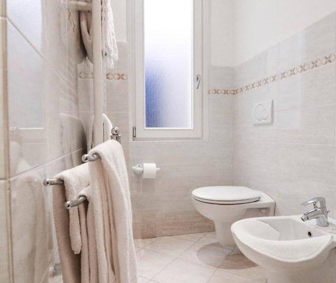 Ampio appartamento ristrutturato a Bellagio. centro paese (9)