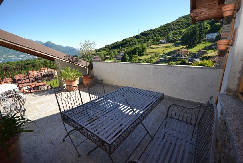 Lago Como appartamento in rustico con piscina, terrazzo e vista lago (16)