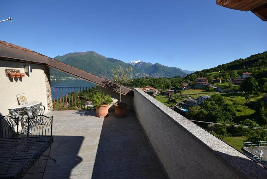 Lago Como appartamento in rustico con piscina, terrazzo e vista lago (18)