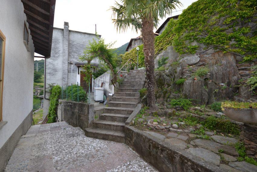 Pianello casa indipendente con giardino e vista lago (4)